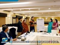 Ihtesham-Khan-of-Express-Tribune-presenting-group-presentation-on-Risk-Assessment-II