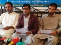 Khalid-Mir-Executive-Director-Social-Sangat-highlighting-the-important-features-of-the-report